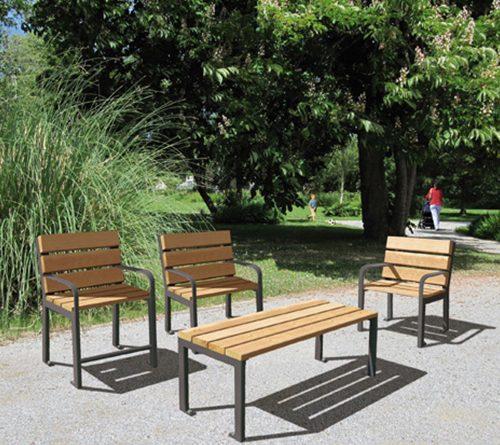 Sièges et table d'extérieur de la gamme Silao